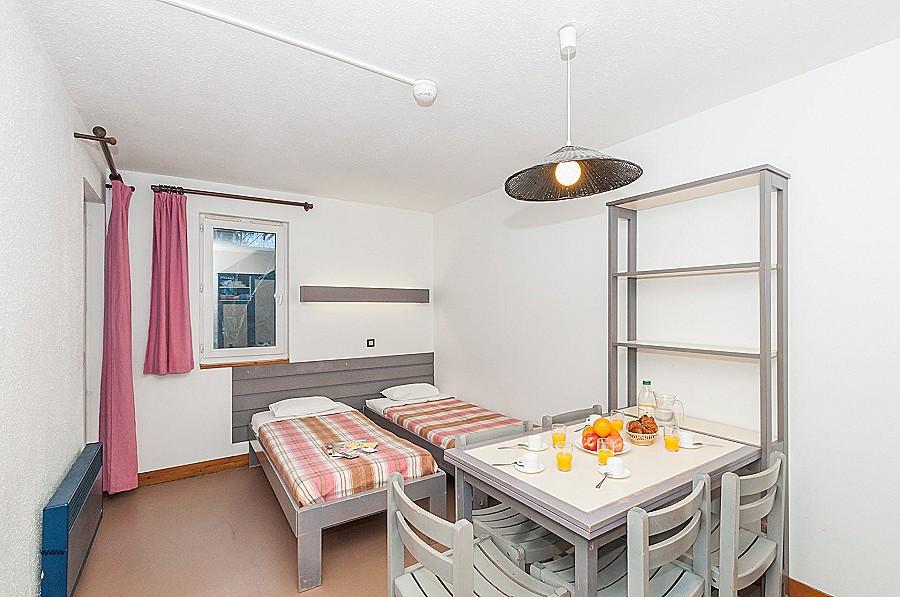 location appartement isle sur la sorgue le bon coin. Black Bedroom Furniture Sets. Home Design Ideas