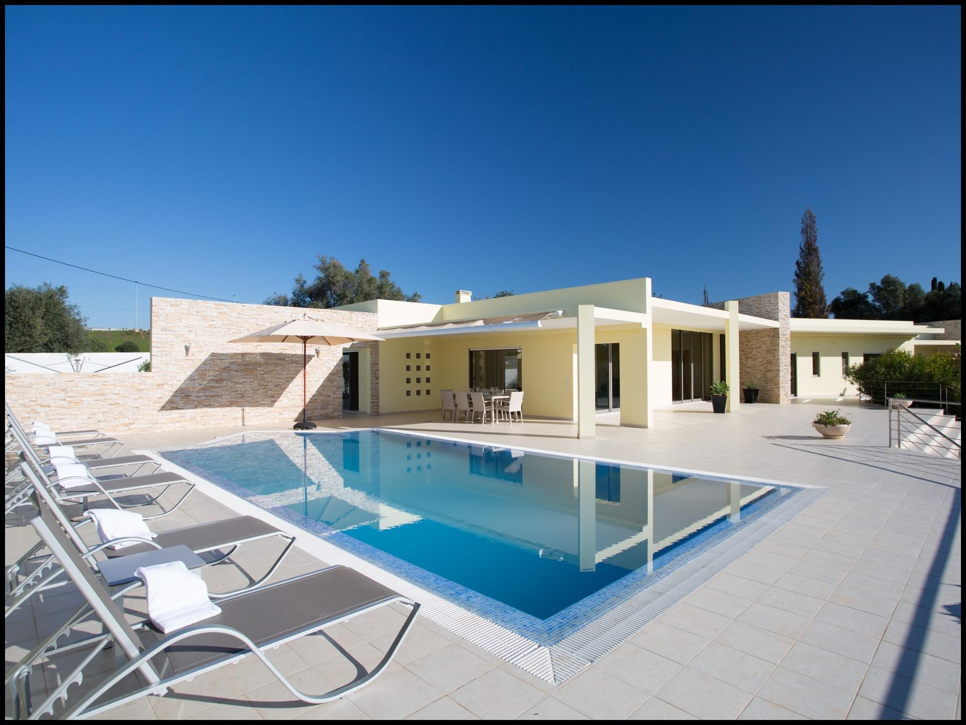 location maison a l 39 annee au portugal. Black Bedroom Furniture Sets. Home Design Ideas
